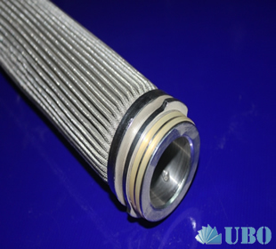 Stainless steel pleated filter cartridge for liquids